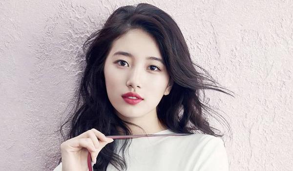 miss A's Suzy đăng ký Superstar K nhưng bị từ chối. Tuy nhiên, cô đã lọt vào mắt xanh của một quan chức JYP và bắt đầu làm thực tập sinh. Cô được đào tạo trong 6 tháng trước khi ra mắt vì nhớ A.
