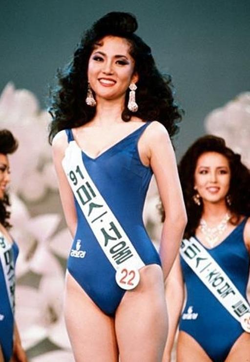 Yum Jung Ah trong cuộc thi Hoa hậu Hàn Quốc năm 1991.