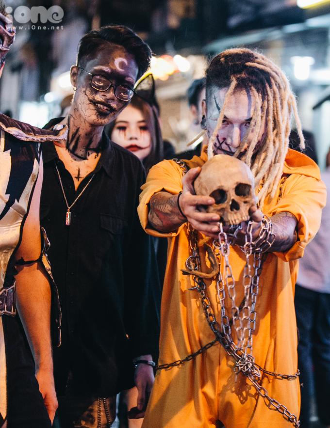 """<p> Halloween (viết rút gọn từ """"All Hallows' Evening"""") là một lễ hội truyền thống được tổ chức vào ngày 31 tháng 10 hàng năm, vào buổi tối trước Lễ Các Thánh trong Kitô giáo Latinh.</p>"""