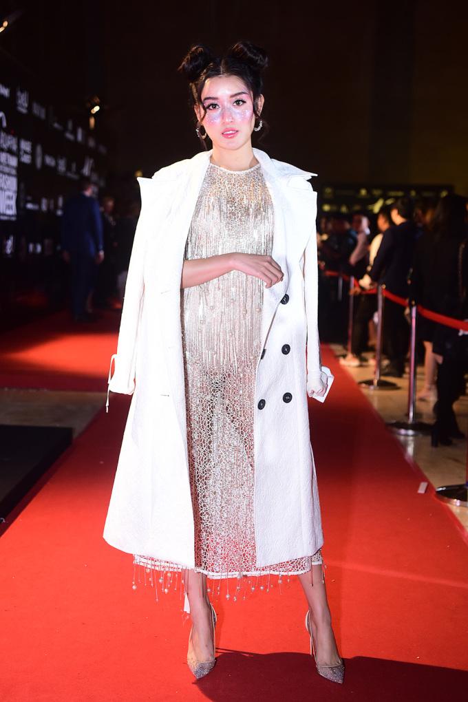 <p> Bế mạc Tuần lễ thời trang Quốc tế Việt Nam 2019 (Vietnam International Fashion Week) diễn ra tối 31/10 tại Trung tâm Hội nghị Quốc gia, Hà Nội. Huyền My là khách mời dự show của NTK Adrian Anh Tuấn.</p>