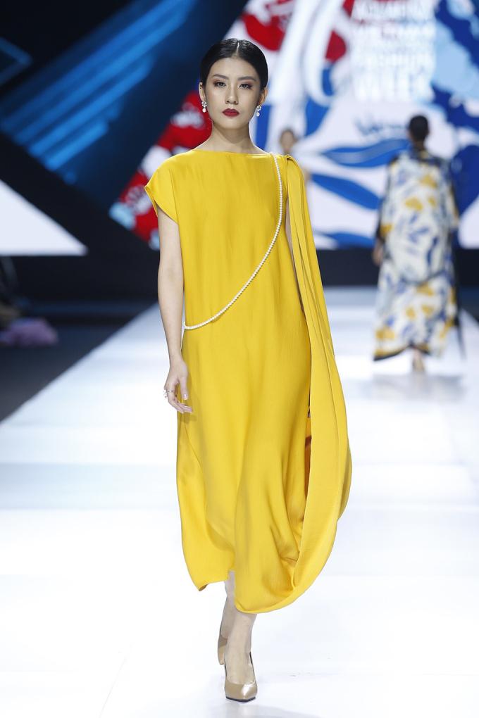 <p> Trước khi trình diễn ở tuần lễ thời trang, bộ sưu tập từng được anh mang lên Yên Tử - nơi khởi nguồn của các thiết kế - hồi tháng 9.</p>
