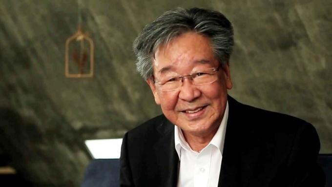 <p> Mới đây, Hiệp hội bỏ phiếu quốc tế Gallup thực hiện cuộc khảo sát với sự tham gia của 1.700 người dân Hàn Quốc để tìm ra danh sách 10 diễn viên được yêu thích nhất ở mọi độ tuổi. BXH có sự góp mặt của những ngôi sao kỳ cựu và nghệ sĩ trẻ.<br /> Người đứng đầu BXH là nam diễn viên 79 tuổi Choi Bool Am. Ông là gương mặt xuất sắc trên cả lĩnh vực điện ảnh, truyền hình và tham gia nhiều show thực tế. Thời trẻ, nam diễn viên từng nổi tiếng với vẻ nam tính, cơ bắp. Hiện Choi Bool Am không tham gia đóng phim nhưng vẫn luôn là nghệ sĩ ''quốc dân'' của Hàn Quốc, được đồng nghiệp kính trọng.</p>