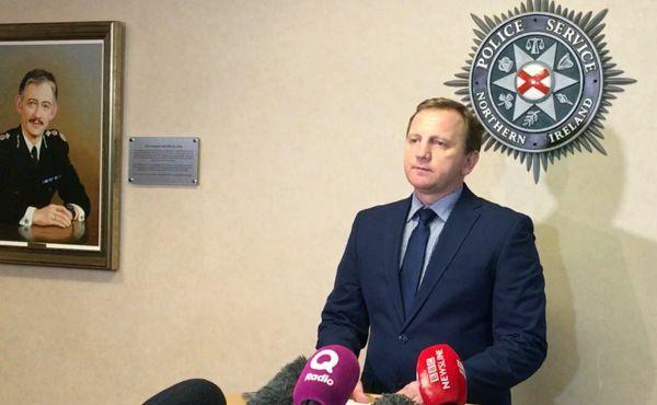 Chánh thanh tra cao cấp Daniel Stoten phát biểu trong cuộc họp báo. Ảnh:  Essex Police