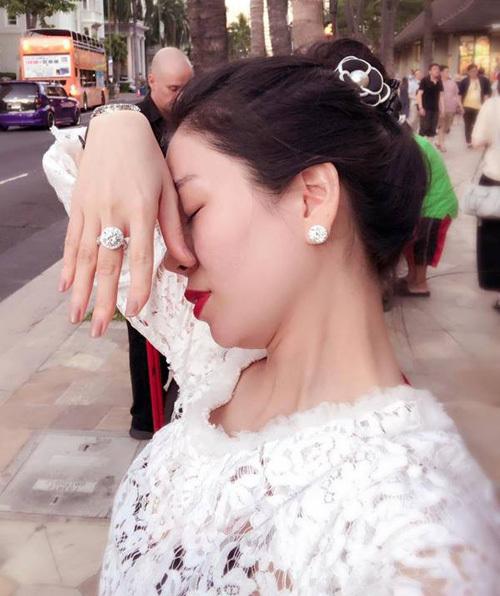 Chiếc nhẫn kim cương yêu thích của Lệ Quyên.