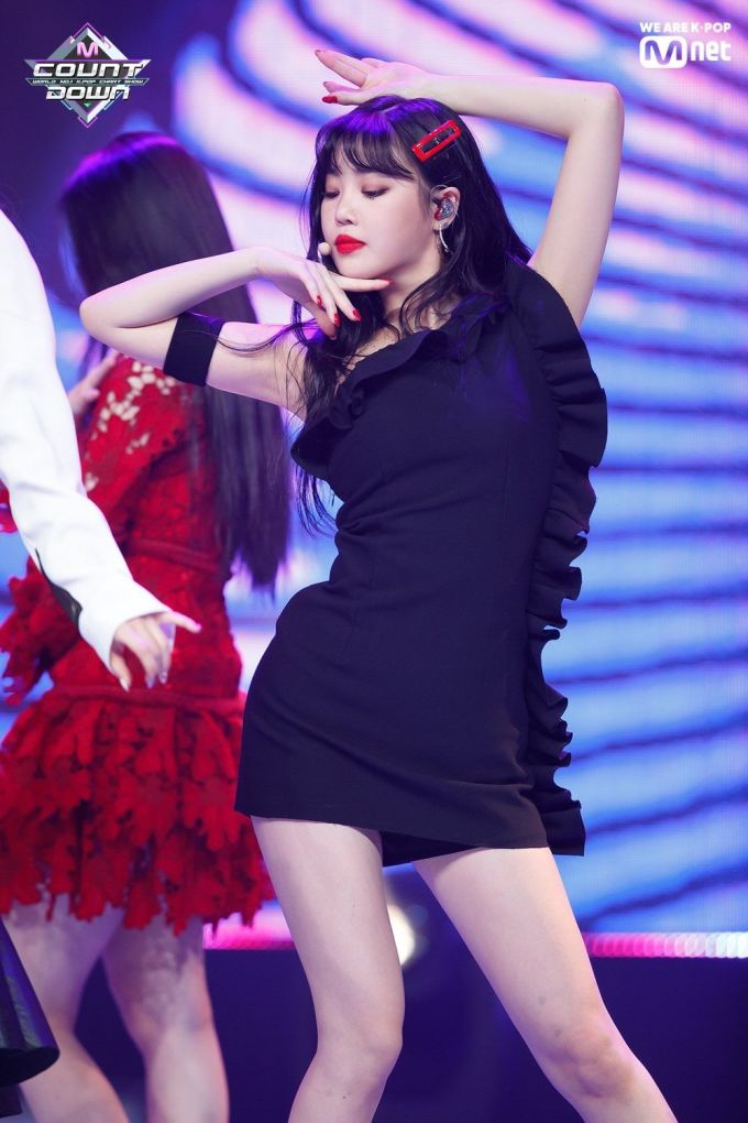 """<p> Nữ idol còn là tín đồ của các kiểu váy bó sát, tôn lên đường cong """"không mỡ thừa"""".</p>"""