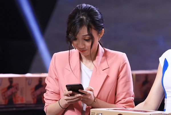 Tường Vân tham gia thử thách.
