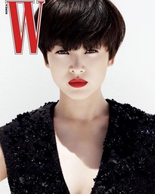 Song Hye Kyo gây bất ngờ với hình tượng tóc ngắn cá tính, trẻ trung trên tạp chí.