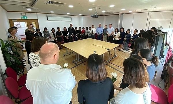 Đại sứ quán Anh tại Việt Nam tưởng niệm 39 nạn nhân thiệt mạng trong container, sáng 4/11. Ảnh: Đại sứ quán Anh tại Việt Nam.