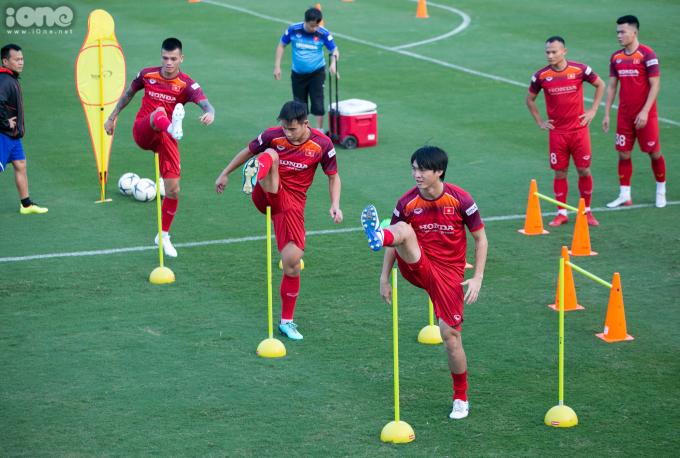 <p> Chiều 4/11, ĐTVN tiếp tục tập luyện tại sân bóng Liên đoàn Bóng đá Việt Nam (VFF) để chuẩn bị cho hai trận đấu với Thái Lan và UAE trong khuôn khổ vòng loại World Cup 2022.</p>