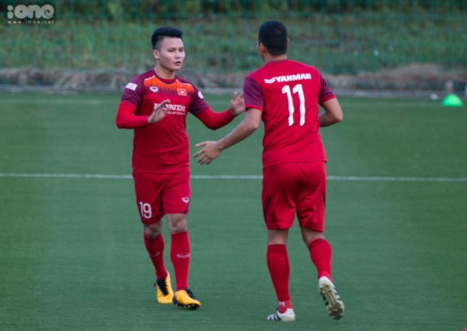 <p> Tiền vệ Nguyễn Quang Hải cùng các cầu thủ của Hà Nội FC đã hội quân cùng ĐTVN.</p>