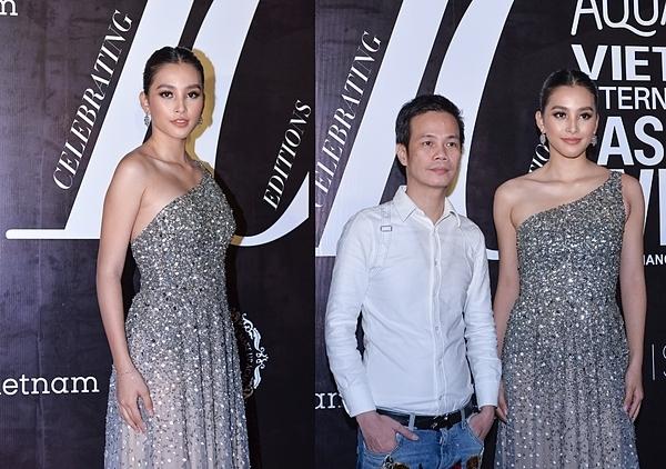 Hoa hậu Tiểu Vy cũng chọn thiết kế có màu bạc, song điểm nhấn trên trang phục là những họa tiết đính đá công phu, trở nên rất nổi bật trên thảm đỏ. 9X gốcQuảng Nam khoe gương mặt sắc sảo với phong cách make-up tông cam nude.