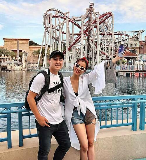 Trong ba năm yêu, cặp đôi thường xuyên chia sẻ khoảnh khắc tình tứ trên trang cá nhân. Justin Chiêm đưa bạn gái đi du lịch nhiều nơi để hâm nóng tình cảm.