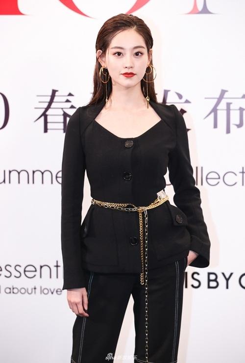 Cùng tham gia show còn có Chúc Tự Đan - nữ diễn viên được biết đến với vai Chu Chỉ Nhược trong Ỷ thiên đồ long ký 2018.