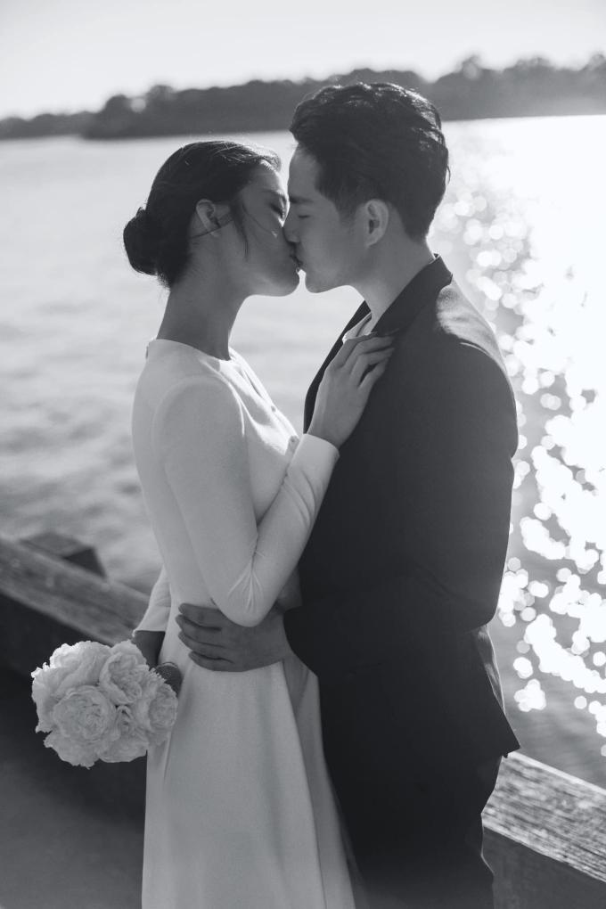 """<p> Để kỷ niệm tình yêu trước ngày cưới, cả hai cùng vào phòng thu hát ca khúc """"Ngày đôi ta là của nhau"""" (sáng tác Vương Anh Tú). Cách đó 4 năm, họ từng thể hiện ca khúc """"Ta là của nhau"""" cũng ngọt ngào, lãng mạn không kém.</p>"""
