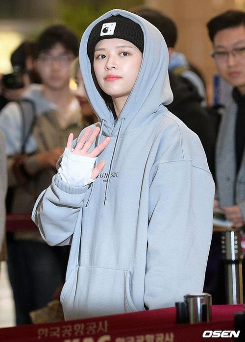Jeong Yeon chuộng những chiếc áo hoodie khỏe khoắn, ấm áp.