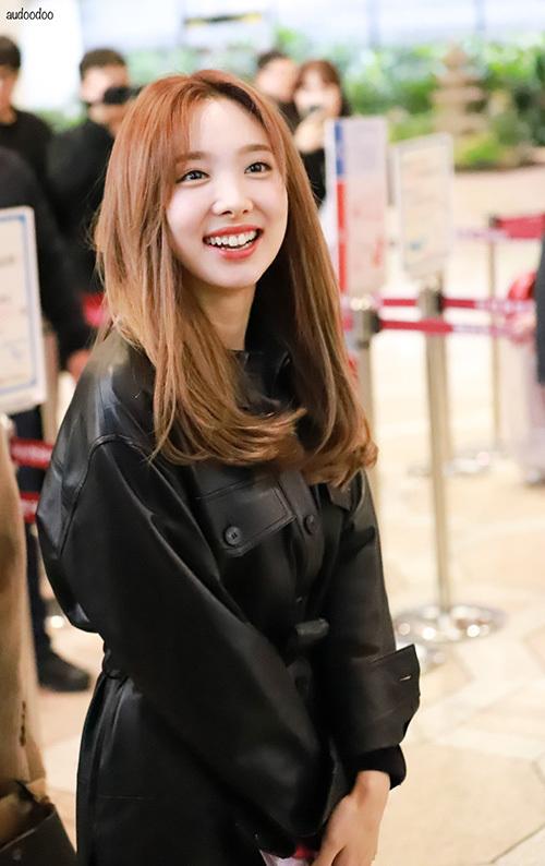 Na Yeon sở hữu nụ cười làm bừng sáng không khí.