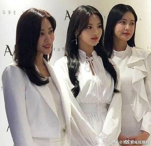 3 nghệ sĩ đọ sắc trong bức ảnh hậu trường chưa qua chỉnh sửa. Dương Siêu Việt đẹp trẻ trung còn hai ngôi sao xứ Hàn nổi bật với vẻ mặn mà, nữ tính.