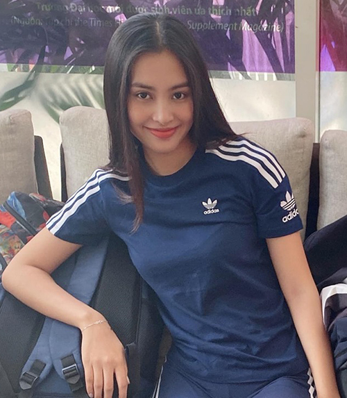 Tiểu Vy vẫn xinh đẹp xuất thần dù không trang điểm và chỉ mặc bộ đồ thể thao đơn giản.