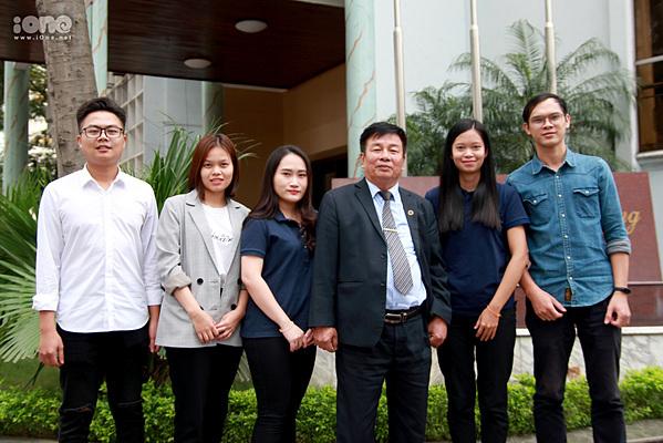 Nhóm 5 sinh viên cùng giáo viên hướng dẫn - PSG.TS Phạm Huy Khang