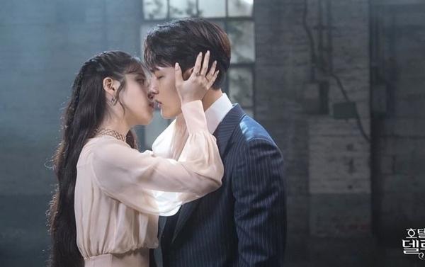 Chemistry giữa IU và Yeo Jin Goo là một trong những yếu tố làm nên thành công của Hotel Del Luna.