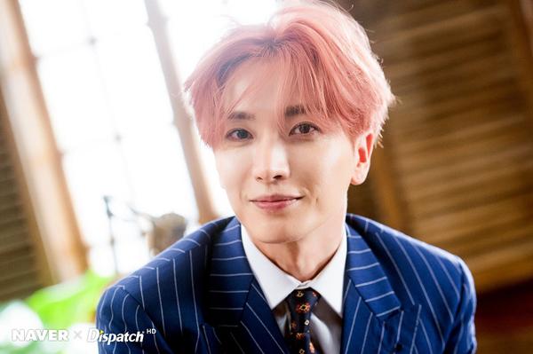 Việc phải dẫn dắt một nhóm nhạc thần tượng đông dân nhất nhì Kpop trong nhiều năm qua không hề khiến Leeteuk trở nên nản chí hay biến anh thành con người bi quan. Anh truyền sức mạnh cho cả nhóm bằng cách luôn sống tích cực và tin tưởng rằng Super Junior sẽ tồn tại lâu dài.