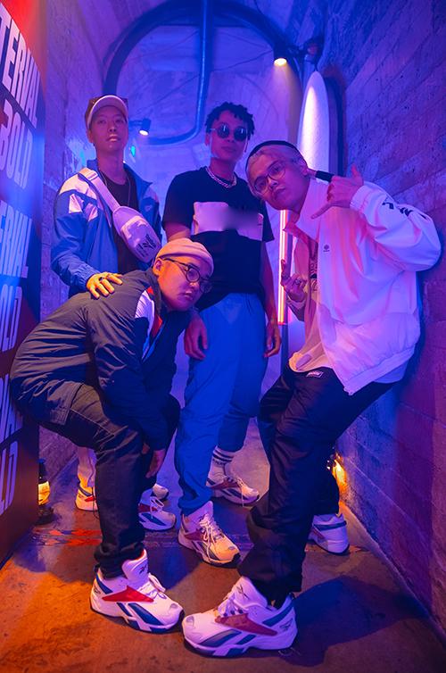 Ngày 5/11,sự xuất hiện của nhóm nhạc Da LAB tại một sự kiện dành cho giới trẻ ởTP HCM thu hút sự chú ý.4 chàng trai ăn mặc cool ngầu, mở đầubằng màn giao lưu gần gũicùng hàng trăm bạn trẻ.