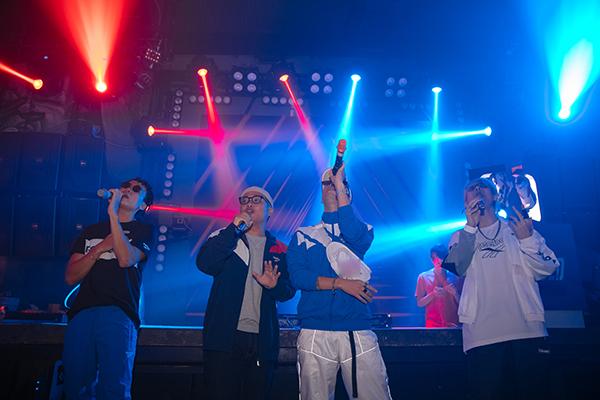 Là nhóm nhạc mảng Indie được săn đón nhất hiện nay, Da LAB đã không khiến fan thất vọng khi mang đến bầu không khí âm nhạc vừa ấm cúng, vừa sôi động.
