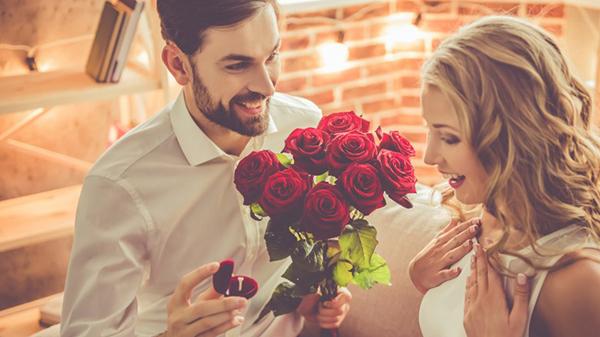 8 hành động lãng mạn giúp tình yêu càng bền chặt