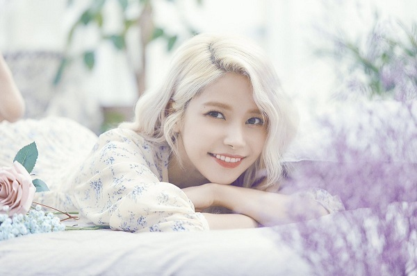 Tên thật của Solar là Kim YongSun. Vì cô nàng tên làSun (mặt trời) nên nữ idol hy vọng mình luôn tràn đầy sức sống như năng lượng mặt trời (Solar), đồng thời nghệ danh của côcũng là từ ghép của hai nốt nhạc -sol và la.