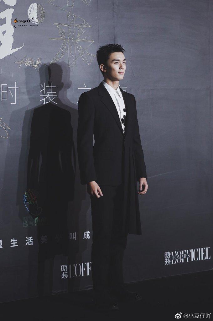<p> Ngô Lỗi đóng bộ vest đen bảnh bao.</p>