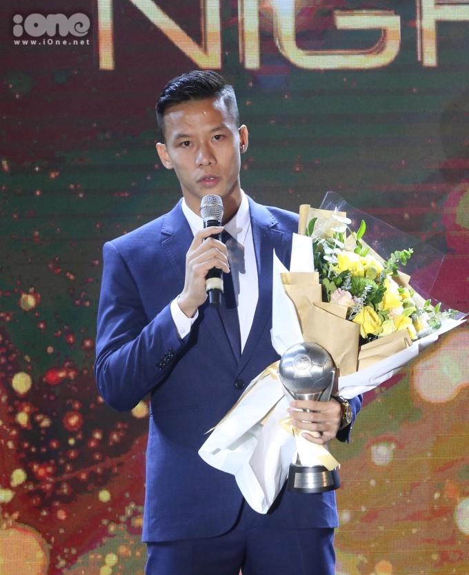 <p> Thủ quân tuyển Việt Nam gửi lời cảm ơn đến các lãnh đạo, HLV Park cùng toàn thể người hâm mộ đã sát cánh cùng đội bóng.</p>