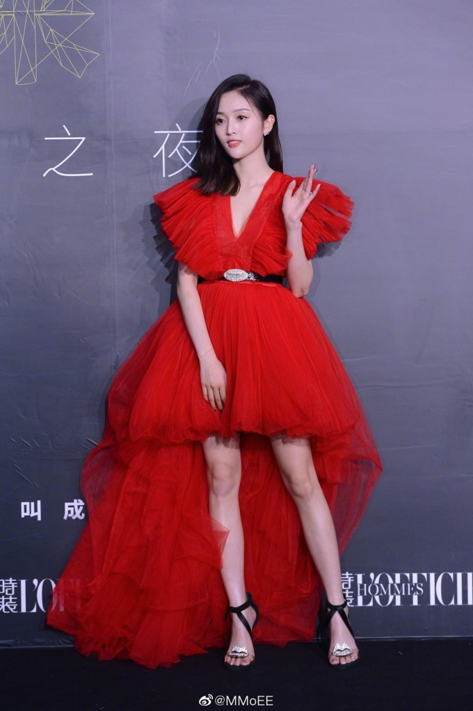 <p> Chiếc váy đỏ này từng được Kendall Jenner và hàng loạt sao Trung - Hàn mặc trong thời gian gần đây.</p>