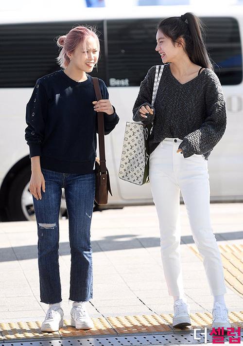 2 visual nhà JYP Yuna - Tzuyu đọ nhan sắc đỉnh cao ở sân bay