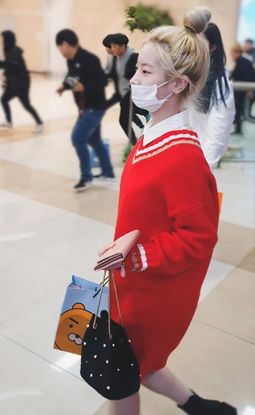 2 visual nhà JYP Yuna - Tzuyu đọ nhan sắc đỉnh cao ở sân bay - 5