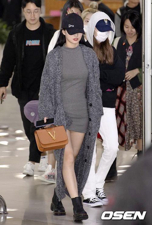 2 visual nhà JYP Yuna - Tzuyu đọ nhan sắc đỉnh cao ở sân bay - 7