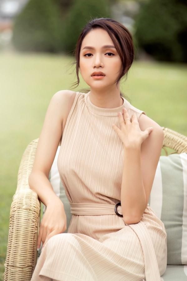 HƯơng Giang khoe vẻ đẹp trong trẻo trong MV mới Anh ta bỏ em rồi.