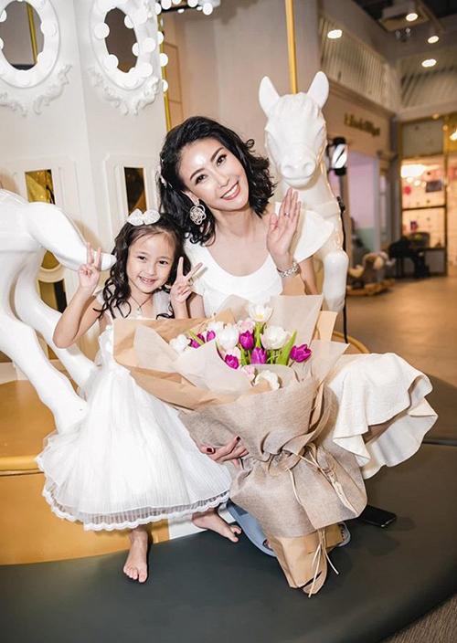 Hà Kiều Anh mừng con gái tròn 4 tuổi.