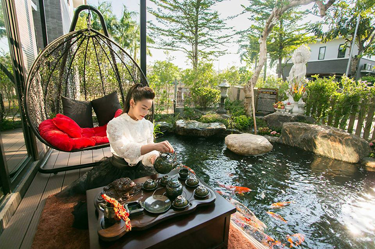 Nhật Kim Anh tâm sự: Uống trà tịnh tâm, mặc mọi thị phi.