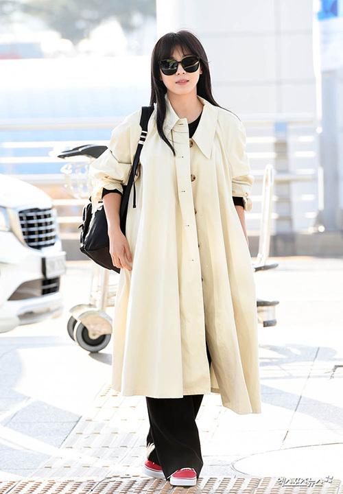 2 visual nhà JYP Yuna - Tzuyu đọ nhan sắc đỉnh cao ở sân bay - page 2 - 5