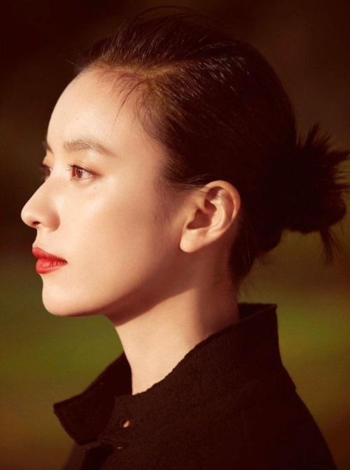 Han Hyo Joo khoe góc nghiêng xinh đẹp.