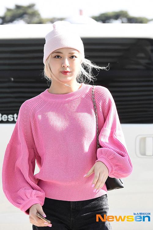 2 visual nhà JYP Yuna - Tzuyu đọ nhan sắc đỉnh cao ở sân bay - 2
