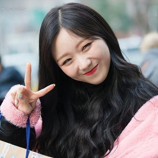SuJeong (Lovelyz) gấp đôi sự đáng yêu với đôi mắt cười.