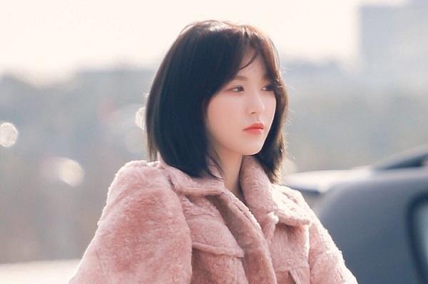 Wendy (Red Velvet) là nữ idol tạo nên xu hướng tóc tỉa ngắn phù hợp với các cô nàng mặt tròn.