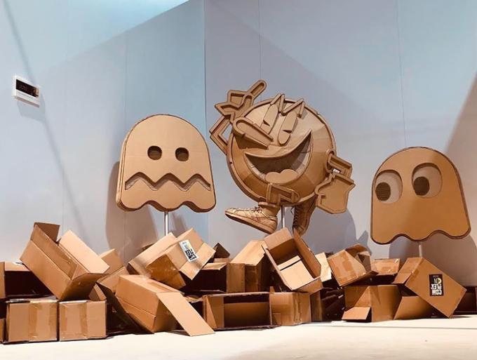 <p> Thùng các-tông chất đầy trong phòng làm việc của Ohno.</p>