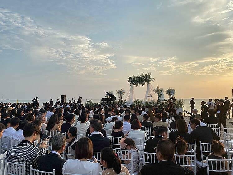 Không khí nhộn nhịp tại lễ cưới.