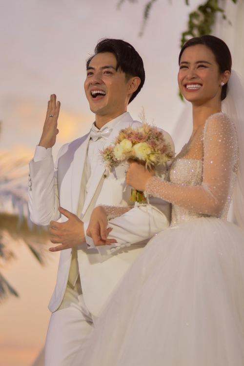 Khoảnh khắc hạnh phúc của vợ chồng Đông Nhi - Ông Cao Thắng.