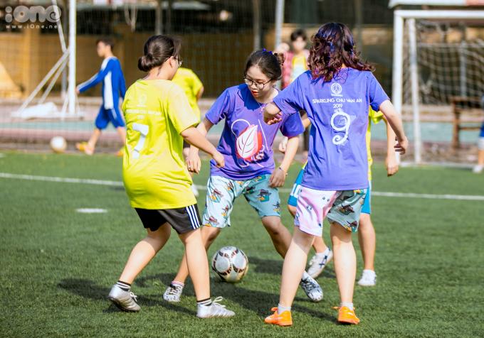 <p> Thời tiết Hà Nội có chút nắng nóng nhưng không hề làm giảm quyết tâm chiến thắng của các nữ cầu thủ.</p>