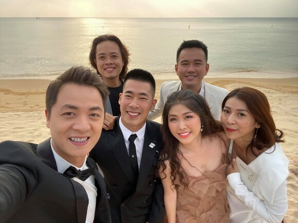 Vợ chồng Đăng Khôi, NTK Lê Thanh Hòa