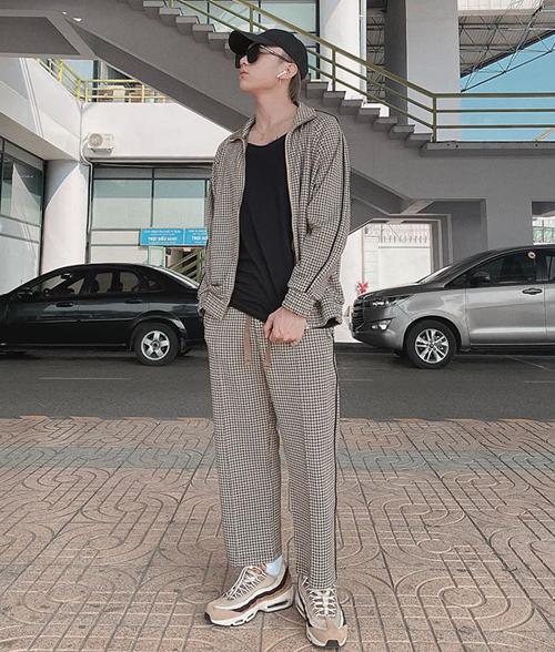 Soobin Hoàng Sơn cực ngầu với bộ cánh phong cách thể thao.