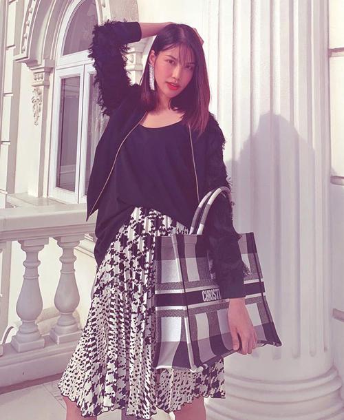 Không có mặt ở Phú Quốc để dự cưới, bà bầu Lan Khuê hóm hỉnh: Không được đi ăn cưới thì mình đi ăn tối.
